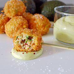 Beignets de Homard et Mousse à l'Avocat - http://www.ratatouilleetcie.com/beignets-de-homard-et-mousse-a-lavocat/