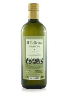 """L'olio d'oliva """"Il Delicato"""" è caratterizzato da un gusto delicato ed una quasi totale assenza di componenti amare e picccanti. Questo lo rende indicato per tutti coloro che vogliono percepire solo in modo molto delicato il sentore del frutto ed in tutti quei casi in cui, pur dovendo usare l'olio d'oliva, non vogliamo coprire il gusto degli altri ingredienti. E' indicato sia in cottura che in frittura perchè resiste alle alte temperature ed il suo gusto delicato rispetta il sapore dei vostri…"""