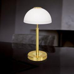 Lovely Diese Tischleuchte verleiht jedem Interieur den letzten Schliff Der opalwei e Leuchtenschirm weist einen dekorativen