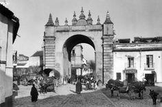 Arco de la Macarena. Sevilla, 1906-1910. Colección Thomas / IEFC
