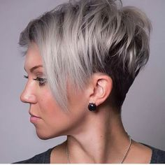 The pixie cut is versatility.Need to find pixie cuts and pixie hairstyles inspiration?Click our list of 80 trending pixie haircuts for women now. Round Face Haircuts, Hairstyles For Round Faces, Pixie Hairstyles, Short Hairstyles For Women, Layered Hairstyles, Hairstyles 2018, Pixie Haircuts, Trendy Hairstyles, Wedding Hairstyles