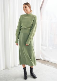 fall styles for women, woman smiling, wearing green skirt and sweater, black boots, white background Winter Trends, Trend Fashion, Latest Fashion Trends, Pistachio Color, Langer Mantel, Colourful Outfits, Fashion Story, Mode Inspiration, A Line Skirts