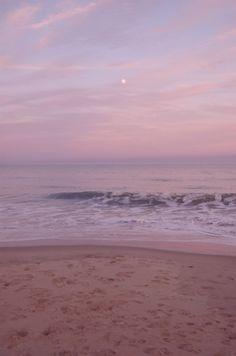 beautiful sky over the ocean Pretty Sky, Beautiful Sky, Beautiful Beaches, Beautiful World, Ciel Pastel, Pastel Sky, Lavender Aesthetic, Beach Aesthetic, Pink Sunset