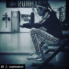 #Repost @sophiealisch ・・・ #boxing#boxen#instafit#adidas#gym#trainharder#fitgirls#shredded#fight#ufc#mma#boxhaus#follow#flex#trx#training#outdoor#instagirls#trxtraining#shredd#fitspo#invictafc#boxgirls#gymlife#potd#girls#train#instafitness