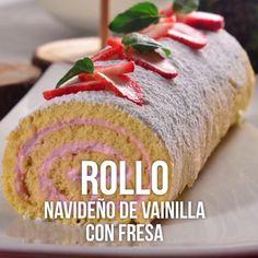 Este es un rico y esponjoso rollo de pan de vainilla con un cremoso relleno sabor a fresa y decorado con fresas naturales y un poco de azúcar glass. Perfecto para esta época de fiestas decembrinas. Pruébalo. Köstliche Desserts, Delicious Desserts, Dessert Recipes, Yummy Food, Tasty Videos, Food Videos, Mexican Food Recipes, Sweet Recipes, Cake Roll Recipes