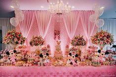Pura emoção... Todo encanto do mundo da Minnie Rosa para a linda Helena no seu aniversário de 2 anos!!! Decoração: Coisas e Coisinhas Decorações  Imagens: LZ Fotografia Data evento: 27/02/2016  Espaço Giacomini: Ideal para seu evento! ☎️47 3055-0606 espacogiacomini@gmail.com  #espaçogiacomini #festas #aniversário #bolodeaniversário #alegria #diversão #doces #festainfantil #festademenina #brinquedos #minnierosa #minnie