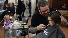 Niña de 3 años da ejemplo al donar cabello a niños con cáncer - VoxPopulix.com