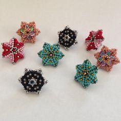 """""""#earrings #handmade #delica #delicas #delicabeads #bead #beads #beaded #beading #herringbone #herringbonestitch #peyote #peyotestitch #black #silver #pink…"""""""