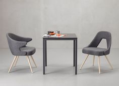 Contemporary with solid wood legs, curved plywood seat and backrest. The Me Scab is ideal for the kitchen and living room and for public places. It is suitable for different space requirements.