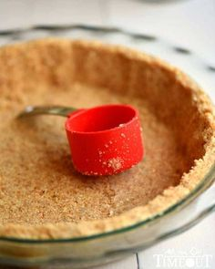 A step by step tutorial to your new favorite pie crust! This is the BEST Nilla Wafer Pie Crust ever and so easy too! | Mom OnTmeout.com
