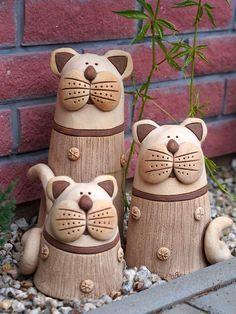 Kocoury nabízím ve třech velikostech Pottery Animals, Ceramic Animals, Clay Animals, Ceramic Clay, Ceramic Pottery, Pottery Art, Ceramics Projects, Clay Projects, Clay Cats
