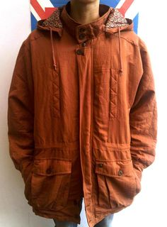 COUNTDOWN | size M (fit XL) | IDR 199.000 | 95% condition | 'removable hood'