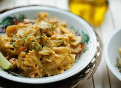 Pasta pesto kip | Kookmutsjes Pasta Recipes, Cooking Recipes, Pesto Pasta, Curry, Easy Meals, Yummy Food, Lunch, Snacks, Dinner