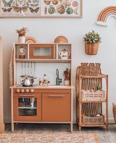 Net bag by @dutchwarehouse Cute Kitchen, Kitchen Cart, Ikea Kids Kitchen, Kitchen Hacks, Montessori Bedroom, Kidsroom, Playrooms, Toddler Rooms, Toddler Playroom