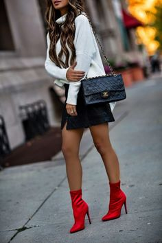 These Boots Make Looking Good Easy - How To Style By Maria Vizuete Red Ankle Boots, Red Booties, Cute Skirt Outfits, Cute Fall Outfits, Red Pumps Outfit, Sock Boots Outfit, Look Con Short, Everyday Fashion, Winter