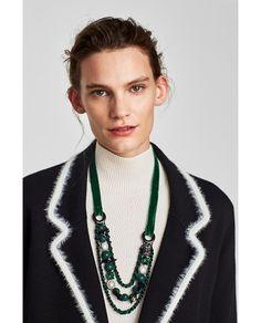 A Gola 'fancy': Os melhores colares para usar com golas altas! #A #Gola #fancy: Os #melhores #colares para #usar com #golas #altas | #outfit #bijuteria #inverno #conjugar #melhores #colares #golas #confortáveis #estação #versatilidade #colares #look #decote #modelo #ideal #colar #gola #alta #musthave #elegante #inverno #compridos #pendentes #colares #acompanham #base #gola #maxi #colar #lindos #cores #formatos #modelos #estampados #zara