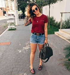 Looks Com Short Jeans, Look Con Short, Stylish Eve Outfits, Cute Casual Outfits, Foto T Shirt, Jeans And T Shirt Outfit, Denim Shorts, Casual Shirt, Casual Jeans