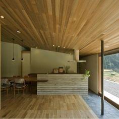 鮎立の家 (リビングよりキッチンを見る)