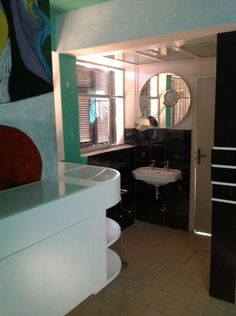 13 E.1027's Chambre d'amis © Michelle Brown Eileen Gray, Le Corbusier, Bungalows, Come On Eileen, Visual Management, Sala Grande, Villa, Grey Bathrooms, Interior Exterior