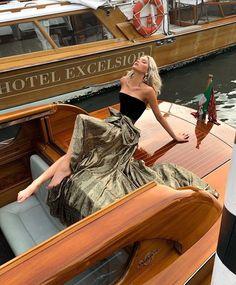 elsa hosk & elsa & elsa frozen 2 & elsa cake & elsa hosk & elsa birthday party & elsa birthday cake & elsa pataky & elsa and jack frost Photographie Portrait Inspiration, Classy Aesthetic, Elsa Hosk, Mode Chic, How To Pose, Rich Girl, Looks Style, Mode Inspiration, Mannequins