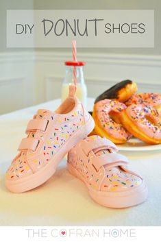 Love—like really love—donuts? Then these 20 adorable DIY donut crafts, from shoes to soap to parties, are for you! There's a Donut DIY here for everyone! Donut Party, Donut Birthday Parties, Birthday Party Themes, Birthday Ideas, Pancake Party, Sprinkle Donut, Sprinkle Party, Baby Sprinkle, Third Birthday