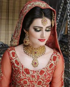 Stunning Wedding Dresses Stylish and Eye-Catching look 2017 Indian Bride Poses, Indian Bridal Photos, Bridal Pictures, Pakistani Bridal Jewelry, Pakistani Wedding Dresses, Wedding Lenghas, Nikkah Dress, Bridal Jewellery, Bridal Lehenga