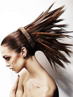 Feathers on head #funnyhairstyles http://www.vishandpips.com/