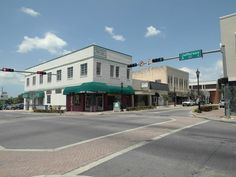 The Main Street Eatery is a popular small dining spot near the city hall and county courthouse in downtown Brooksville, Florida.