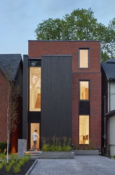 Summerhill House in Midtown Toronto / Atelier Kastelic Buffey Townhouse Exterior, Modern Townhouse, Townhouse Designs, Brick Facade, Facade House, Facade Design, Exterior Design, Brick Architecture, Modern Residential Architecture