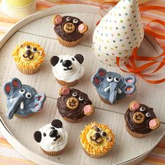 Love these zoo-inspired Wild Animal Cupcakes! How fun!  I may have to make these for my coming-up-on-2 years old birthday party.