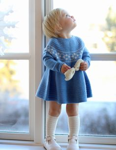 Petra dress / Petra kjolen - I will knit this for some yet to be born little girl :) Fashion Kids, Knitting For Kids, Baby Knitting, Bebe Love, Baby Barn, Knit Baby Dress, Old Sweater, Baby Sweaters, Kind Mode