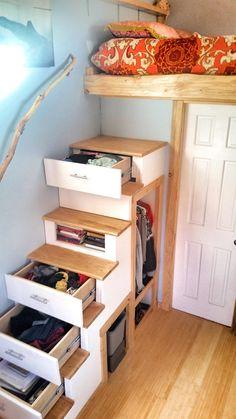 ロフトベッドに上がるための収納付き階段                                                                                                                                                     もっと見る