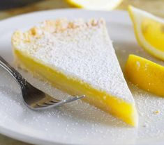 Shortbread Lemon Tart Perfectly sweet and perfectly tart, this Shortbread Lemon Tart Recipe tastes like the best lemon bars in pie form. Perfect for a simple dessert or holiday! Lemon Dessert Recipes, Lemon Recipes, Tart Recipes, Köstliche Desserts, Sweet Recipes, Cooking Recipes, Sweet Desserts, Plated Desserts, Best Lemon Bars