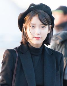 Short Hair Aesthetic Part 14 - Visit to See More - AsianGram Korean Short Hair Bob, Kpop Short Hair, Kpop Hair, Korean Hair, Girl Haircuts, Girl Hairstyles, Short Hair Glasses, Iu Hair, Shot Hair Styles
