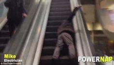 Syal Tersangkut di Eskalator, Wanita Kanada Tewas  - Yahoo News Indonesia