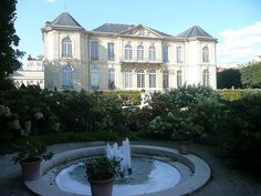 Musée Rodin à Paris a été ouvert en 1919 et exposer les œuvres de l'Auguste Rodin.