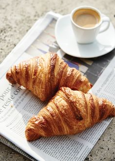 A Croissant Quest in Paris - Page 4 of 4 - Bake from Scratch Breakfast Photography, Coffee Photography, Best Food Photography, Flatlay Instagram, Good Morning Breakfast, Morning Coffee, Drink Recipe Book, Pause Café, Aesthetic Food