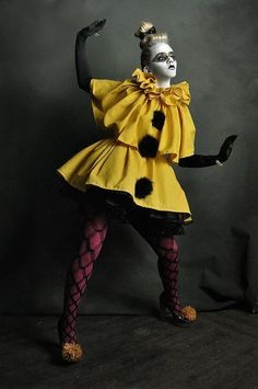 High fashion pierrot clown in yellow Pierrot Costume, Pierrot Clown, Hallowen Costume, Scary Halloween Costumes, Halloween Photos, Women Halloween, Carnival Costumes, Halloween Outfits, Halloween Ideas