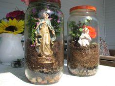 Mary garden jars Marian Garden, Prayer Garden, Home Altar, Ideas Geniales, Little Flowers, Blessed Mother, Miniature Fairy Gardens, Garden Crafts, Crafts To Do