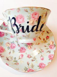 Bride tea cup @weddingchicks