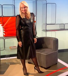 Anja Petzold, Elegant Sophisticated, Sexy Older Women, Dresses For Work, Formal Dresses, Sexy Boots, Well Dressed, Classy, Celebs