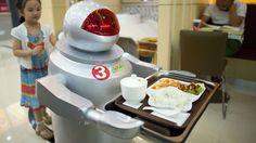Roboter både lager og server maten på denne restauranten i Kunshan i Kina. E24 har i en serie artikler tatt et granskende blikk på hvordan teknologien er i ferd med å forandre arbeidslivet.