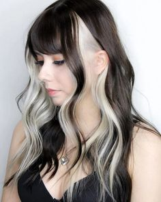 Two Color Hair, Hair Color Streaks, Hair Color Purple, Hair Dye Colors, Hair Highlights, Emo Hair Color, Blonde Streaks In Hair, Hair Color Ideas, Korean Hair Color
