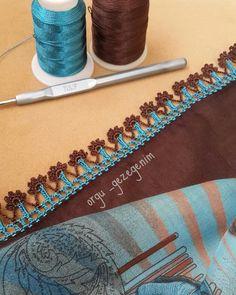 hayırlı cumalar arkadaşlar🤗🤗yepyeni cok zarif bi modelimi sizlerle paylaşmak istedim ben bu modele bayıldım gerçekten 😍😍😍#toplusipariş… Diy Crafts Crochet, Diy And Crafts, Bead Crochet, Crochet Lace, Knitting Patterns, Crochet Patterns, Saree Kuchu Designs, Learn To Crochet, Scarf Styles