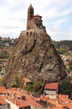 Saint Michel d'Aiguilhe, Auvergne / France (by Gérard Charbonnel).