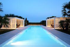 Jesolo Lido Beach Villa by JMA Lido Beach, Beach Villa, Beach House, Modern Small Apartment Design, Dream Home Design, House Design, Sunken Patio, Infinity Pool, Beachfront Property