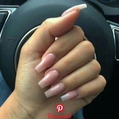 Prized by women to hide a mania or to add a touch of femininity, false nails can be dangerous if you use them incorrectly. Types of false nails Three types are mainly used. Aycrlic Nails, Cute Nails, Pretty Nails, Hair And Nails, Coffin Nails, Natural Nail Designs, Nagel Blog, Summer Acrylic Nails, Ballerina Nails