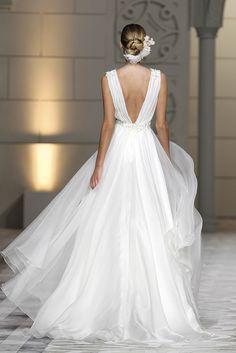 CASTILLEJO dress. Atelier Pronovias 2015.