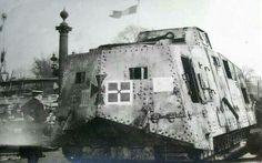 Sturmpanzerwagen A7V, ein Monstrum! Heck mit Einstieg.
