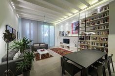 Salón con librería | proyecto Maurici Serrahima - STANDAL
